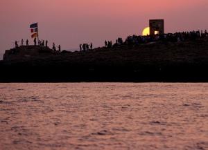 porta-d-europa-al-tramonto