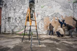 blu_cancella_i_suoi_graffiti_a_bologna
